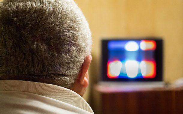 這三個動作 讓你看電視打牌時都可以邊做運動