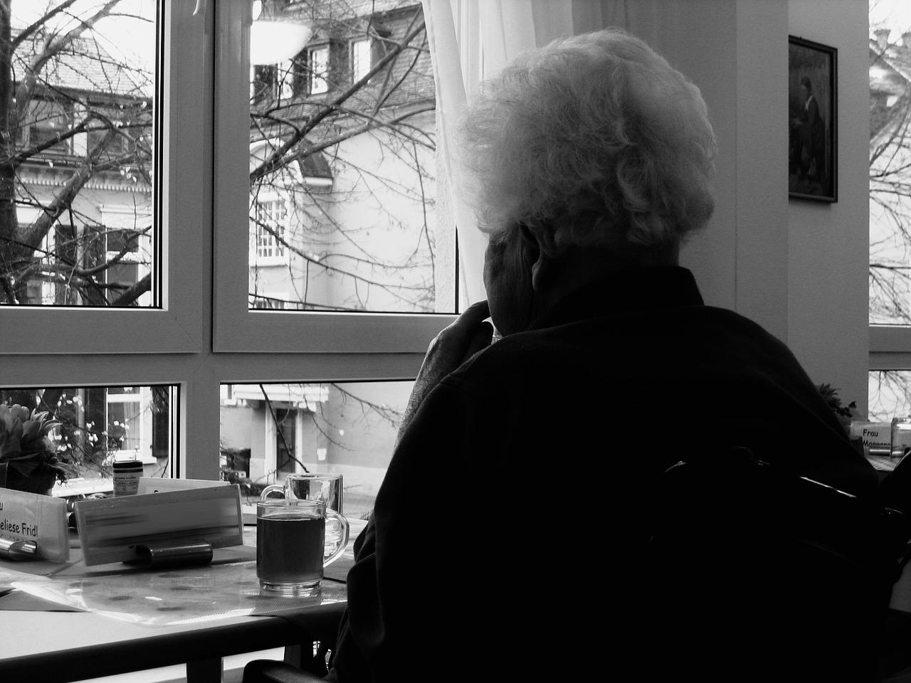 無法就近照顧年長父母,遠距離看護有哪些訣竅?
