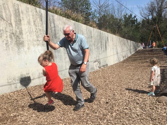 家人是一生的眷戀 : 瑞士爺奶幫帶孫,延續家庭價值