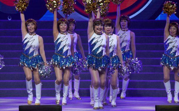 腿長到不合理!日本70歲女子啦啦隊登小巨蛋啦!