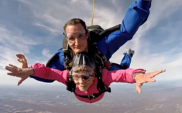 挑戰年輕時不敢做的事!94歲阿嬤選擇這種方式慶生...
