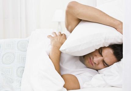 天冷睡不好?!雙腳發麻、疼痛 可能是「不寧腿」纏身