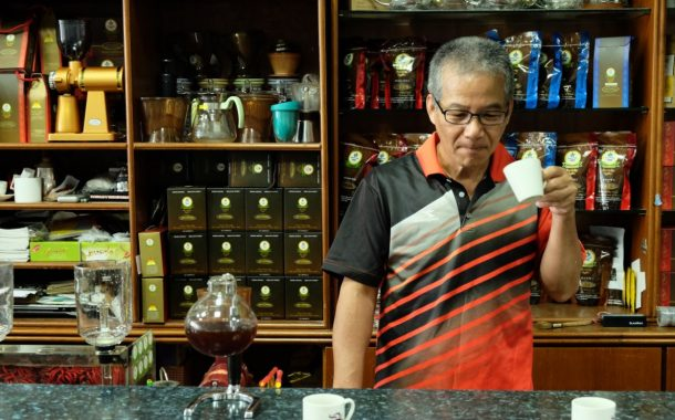 熟齡咖啡烘培師 心性的凝定是一杯咖啡萃取的過程