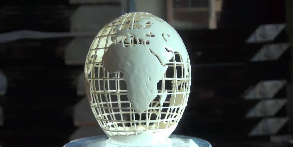 有影音/濟南68歲單孟渤 把世界地圖雕進一顆蛋上