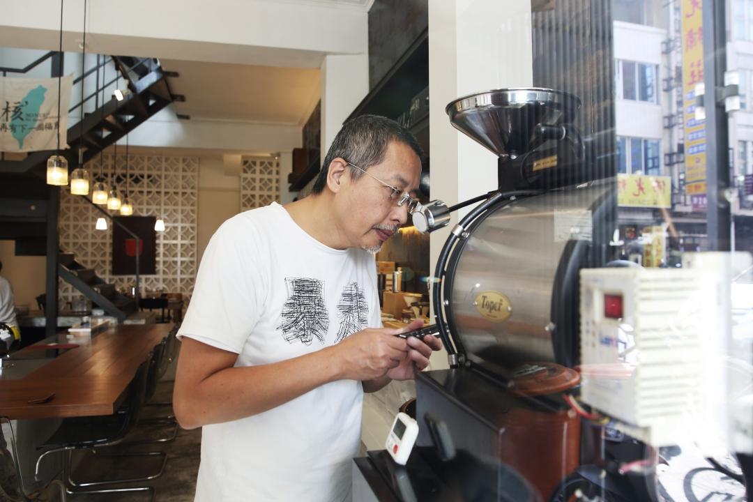 退休後開道南館 小鬍子老闆說下輩子要和咖啡一起過