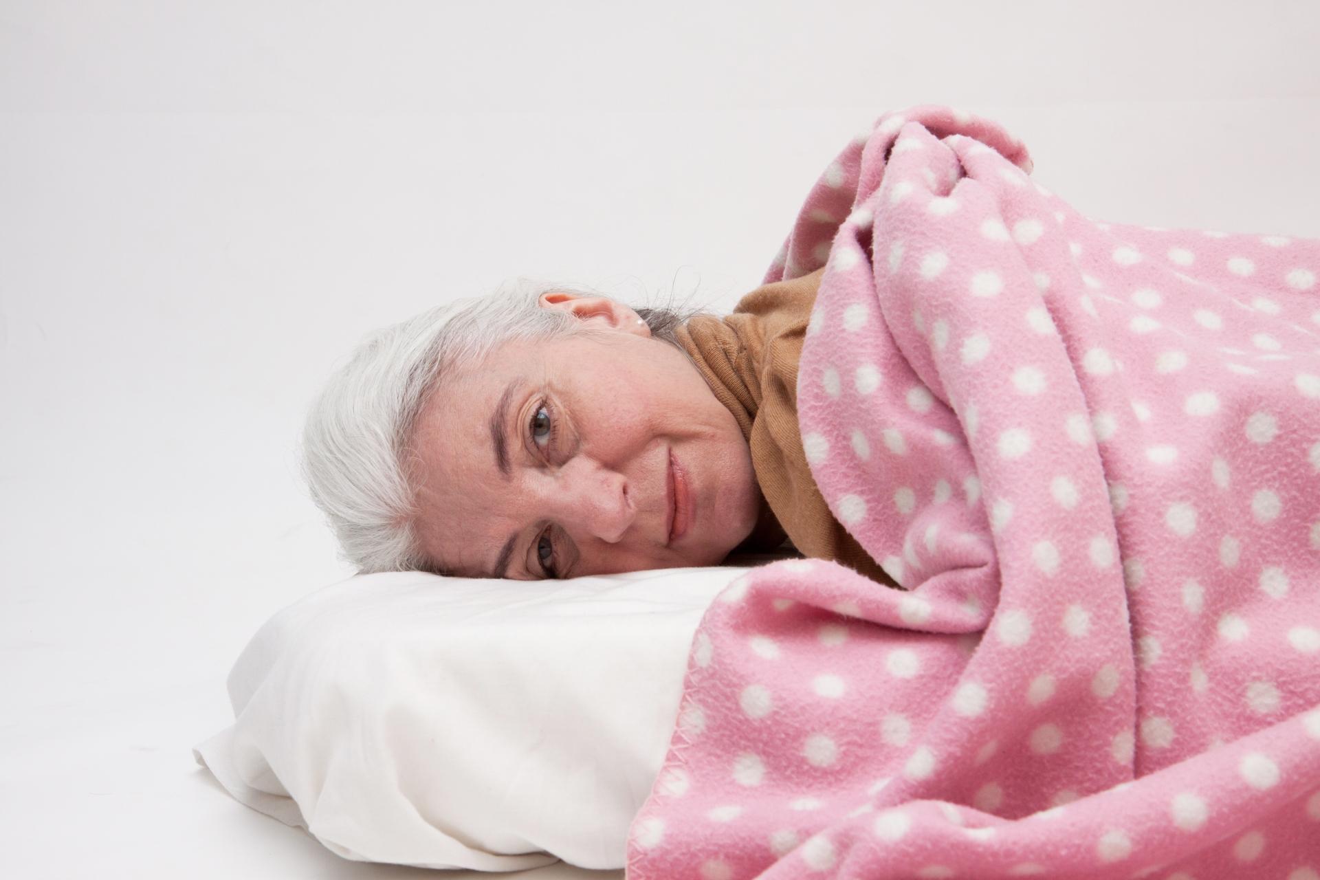 睡覺是大運動,睡前要做暖身操