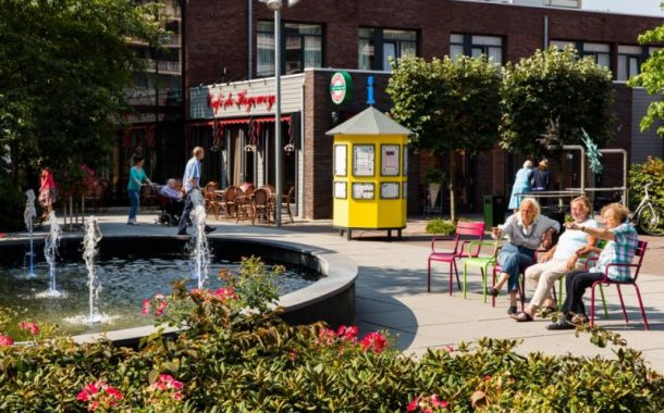 讓失智長者可以自主逛街、購物的荷蘭失智村