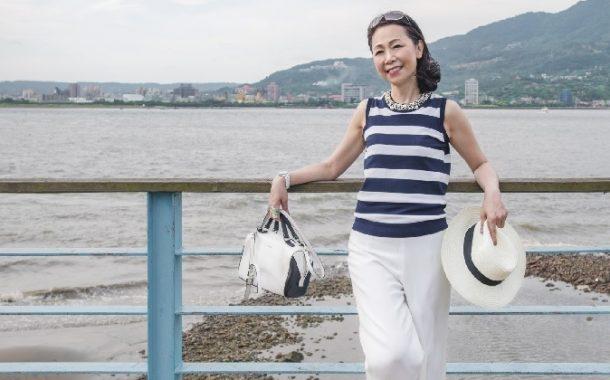 王雪沼的夏日穿搭  用無袖針織衫穿出簡潔優雅