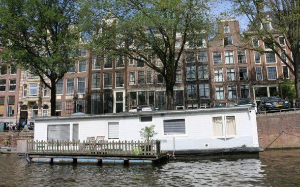 退休後門牌高掛在船上  這是船還是家?