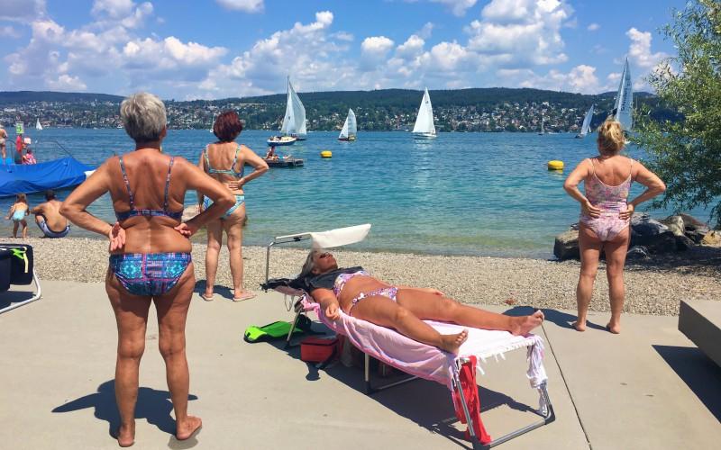 瑞士銀髮族夏天愛游泳  省錢又環保