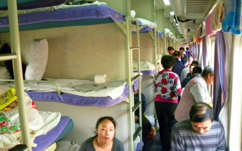 奔馳在中國境內最長的鐵路上
