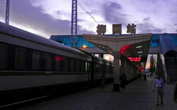 搭蘭新鐵路夜行火車穿戈壁,每一站都有奇遇