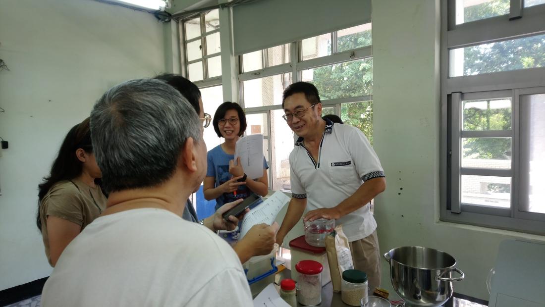 師承眷村的老麵烘培班  教做麵包也教養生