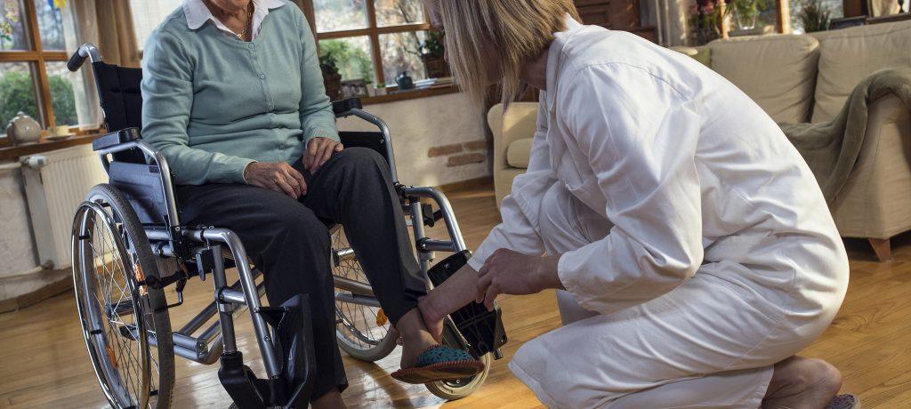 瑞士傳真|居家照護員與看護家庭,如何建立失智患者的財物保管信任?