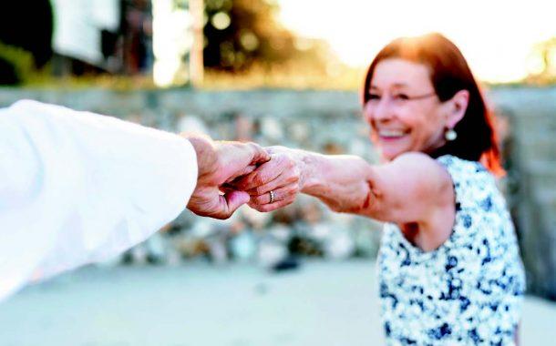 Anke新刊|從戀愛到相伴,熟齡從網路交友該注意哪些?