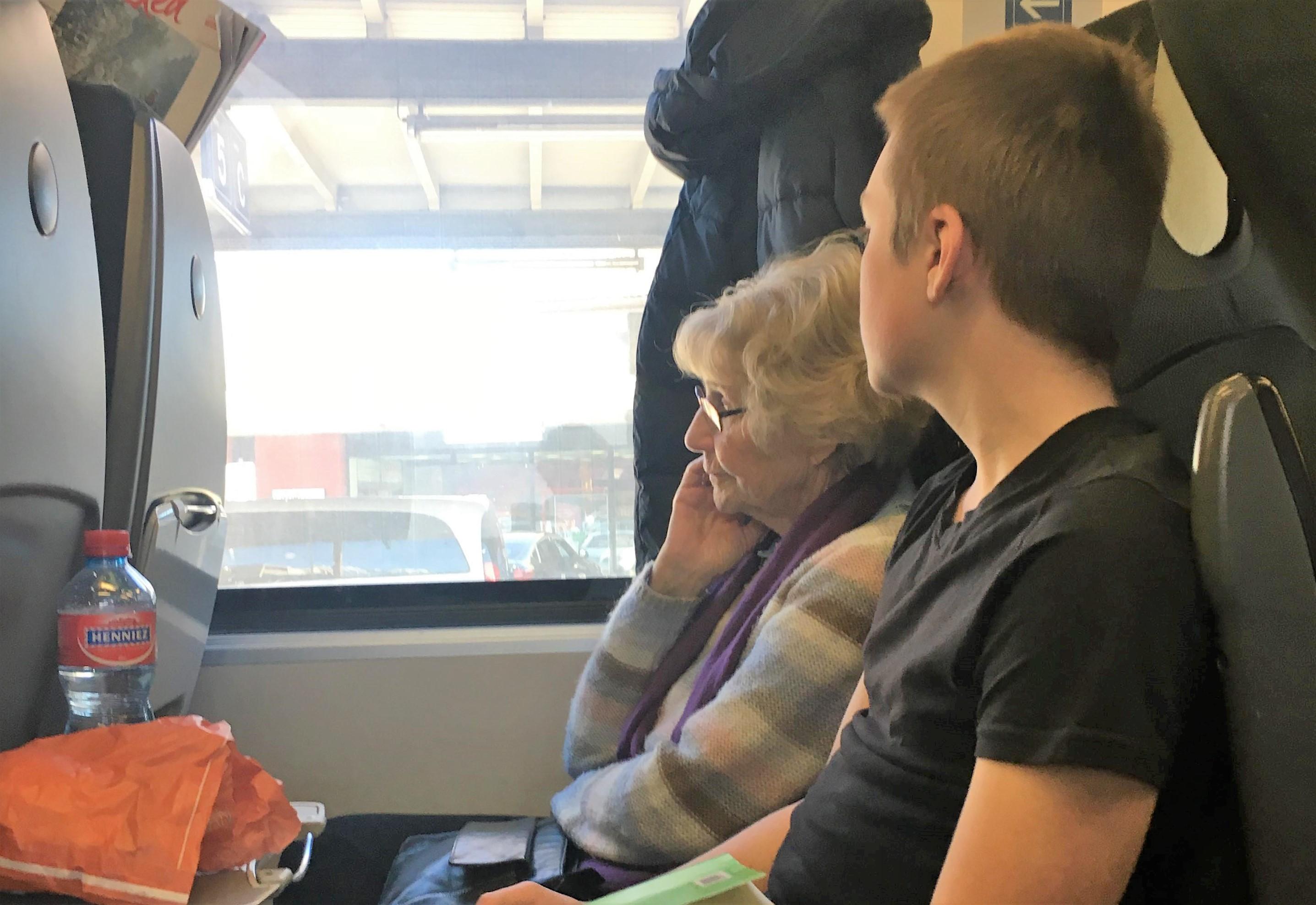 兩代之間|瑞士安特先生培養孩子關心奶奶的妙招