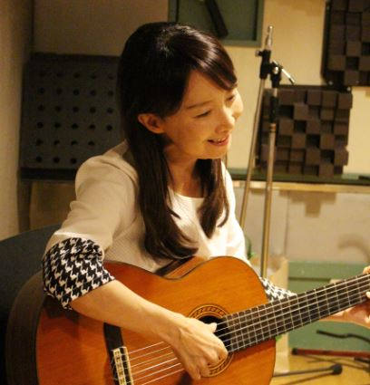 陳美齡 自彈自唱