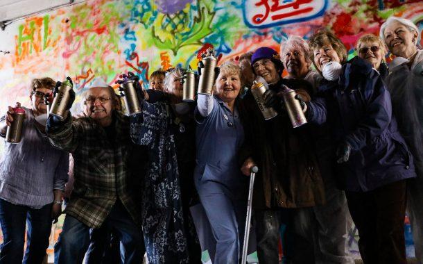全球樂齡|整個城市都是我的畫布,LATA65 街頭塗鴉 工作坊帶長者畫遍全世界