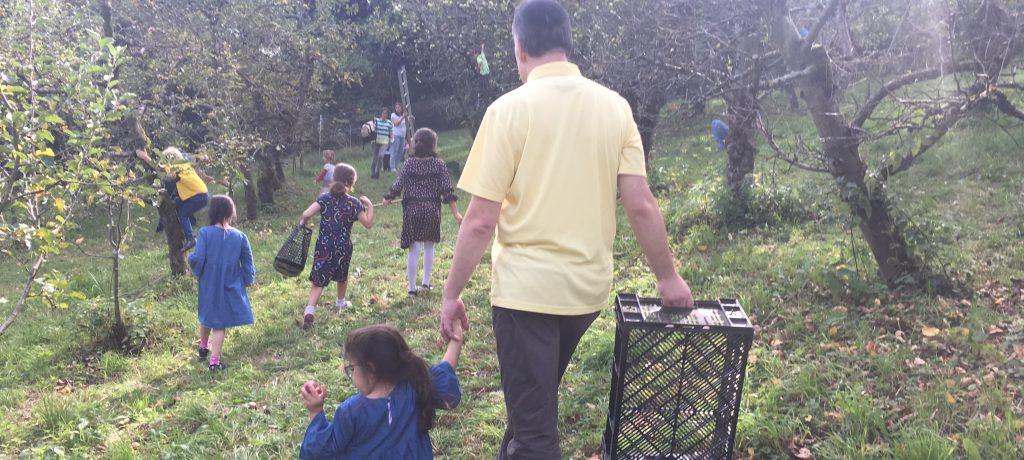 瑞士傳真 農村爺爺不退休,樂當孩子的大自然老師