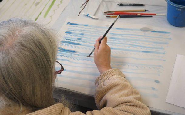 藝術創齡| 安寧病房 裡的畫畫課,用「自療」代替「治療」