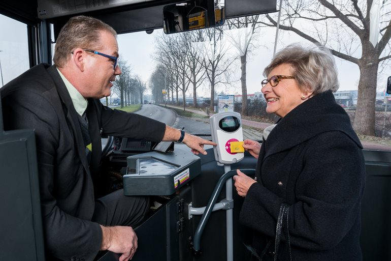 荷蘭傳真|他們是病人不是犯人,暖心交通服務讓 失智患者 開心出門、平安回家