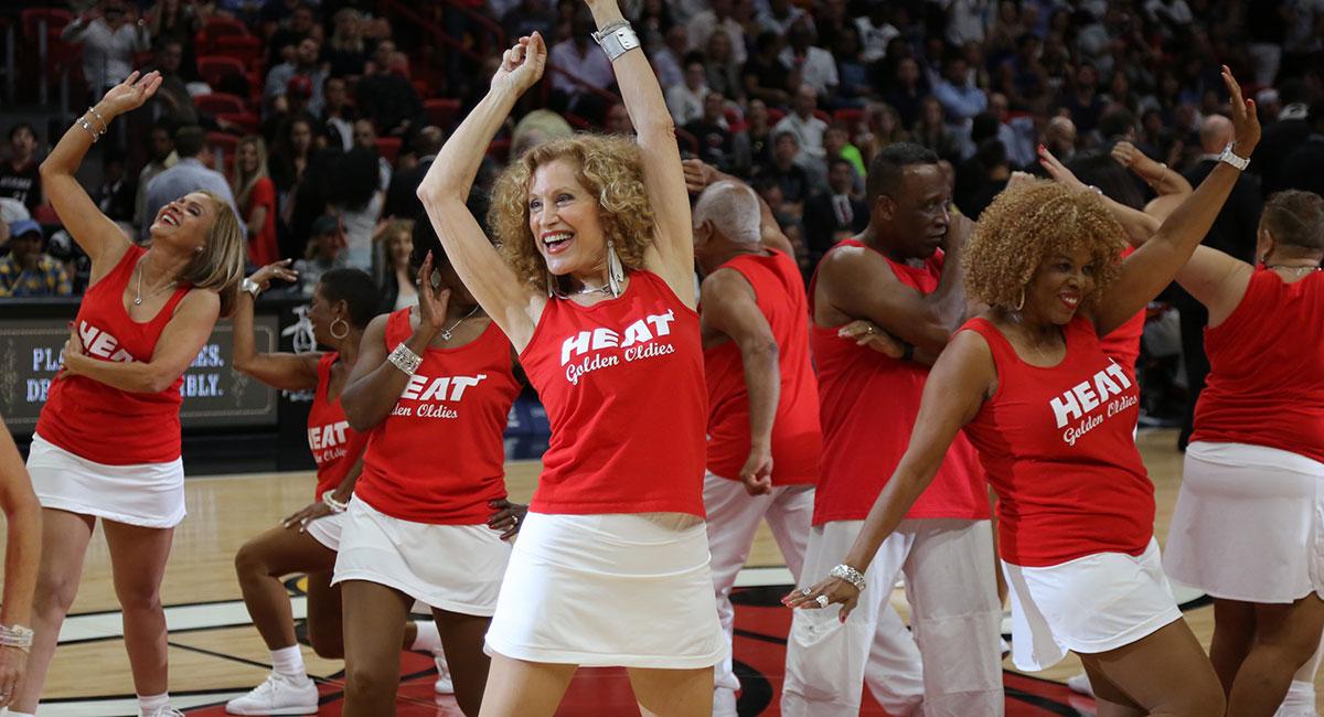 全球樂齡 | 銀髮啦啦隊 嗨翻NBA 球場