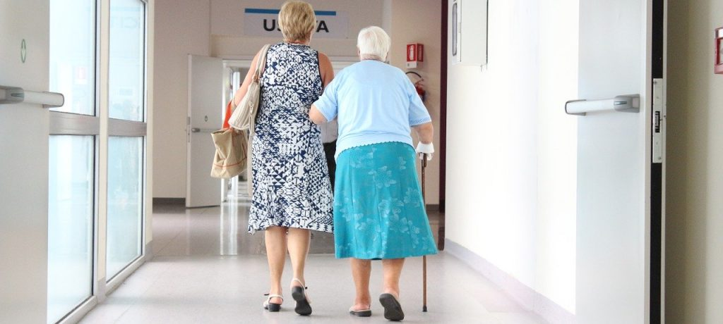 搭橋聊天室 「老了、病了要人照顧怎麼辦?」你擔心的不是生老病死,而是「對愛的不確定感」