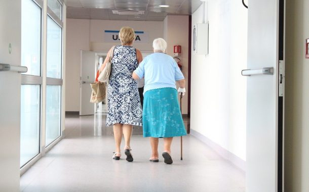 搭橋聊天室|「老了、病了要人照顧怎麼辦?」你擔心的不是生老病死,而是「對愛的不確定感」