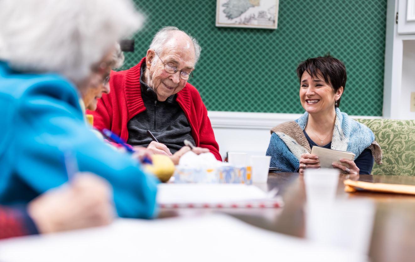 全球樂齡 | 寫作工作坊讓長者發聲  自己的故事自己寫
