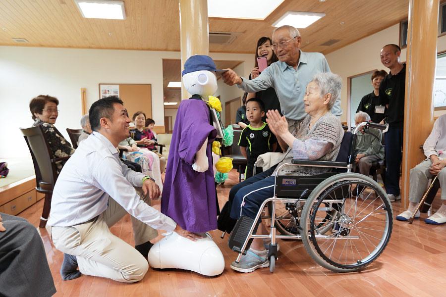 全球樂齡|日本「科技交流咖啡廳」搭起長者和科技產品和開發業者的橋梁