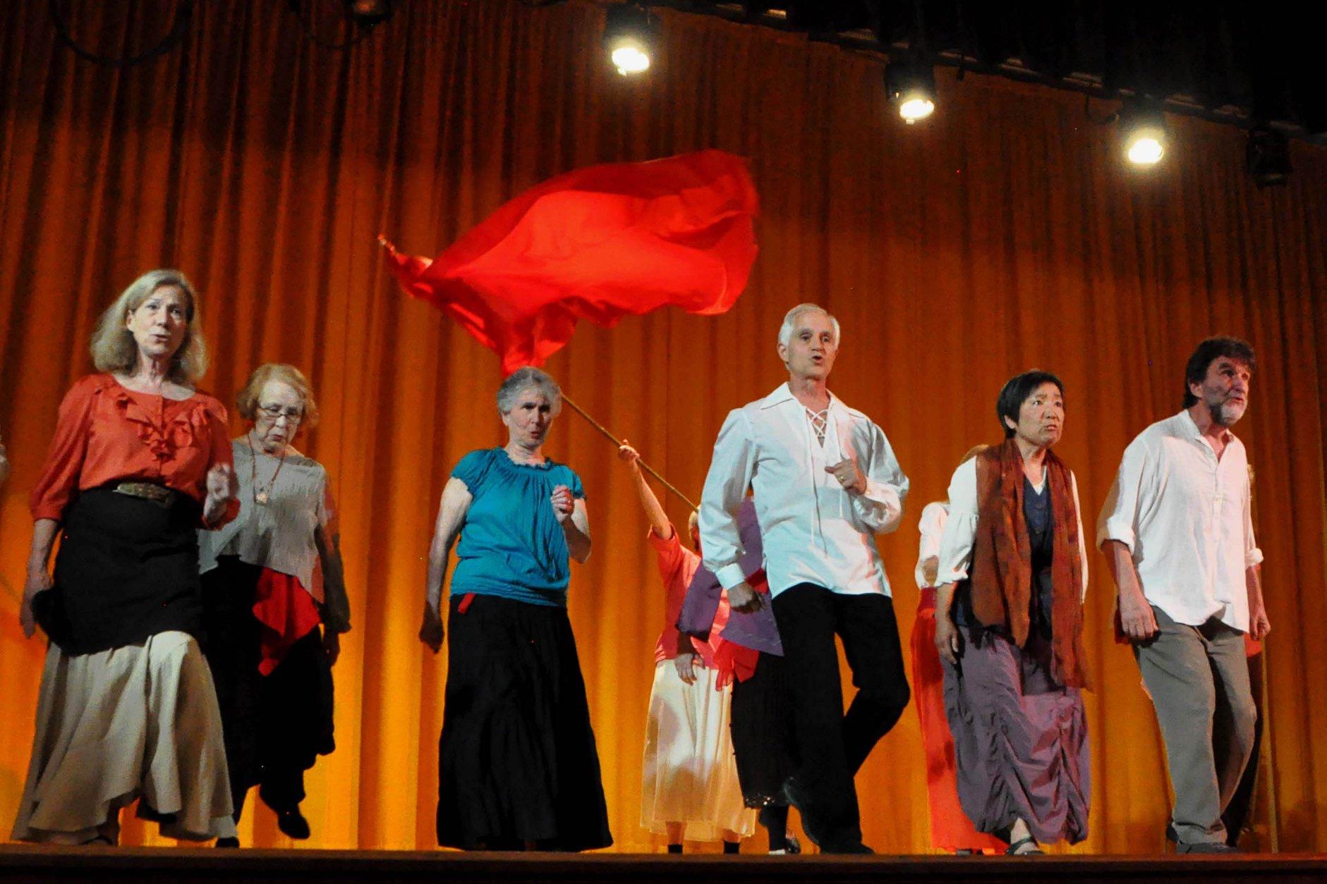 全球樂齡|美國第一所銀髮戲劇學校  伴無數長者一圓表演夢