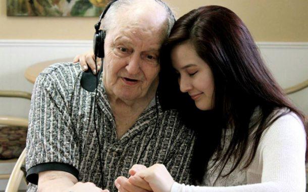 全球樂齡 | 小小iPod有奇效  打造失智長者的專屬音樂寶盒