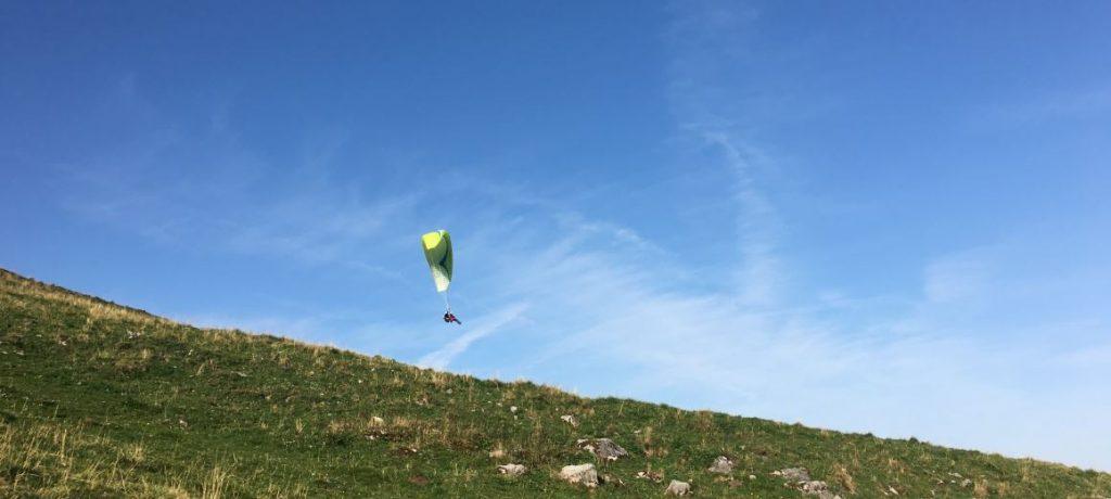 瑞士傳真 阿爾卑斯山上的自由飛行 – 不退休的飛行傘專家