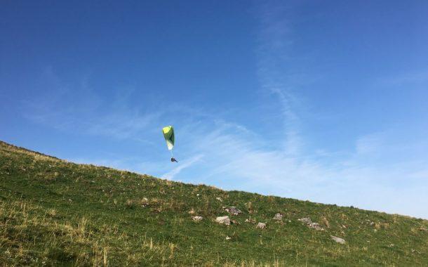 瑞士傳真|阿爾卑斯山上的自由飛行 – 不退休的飛行傘專家