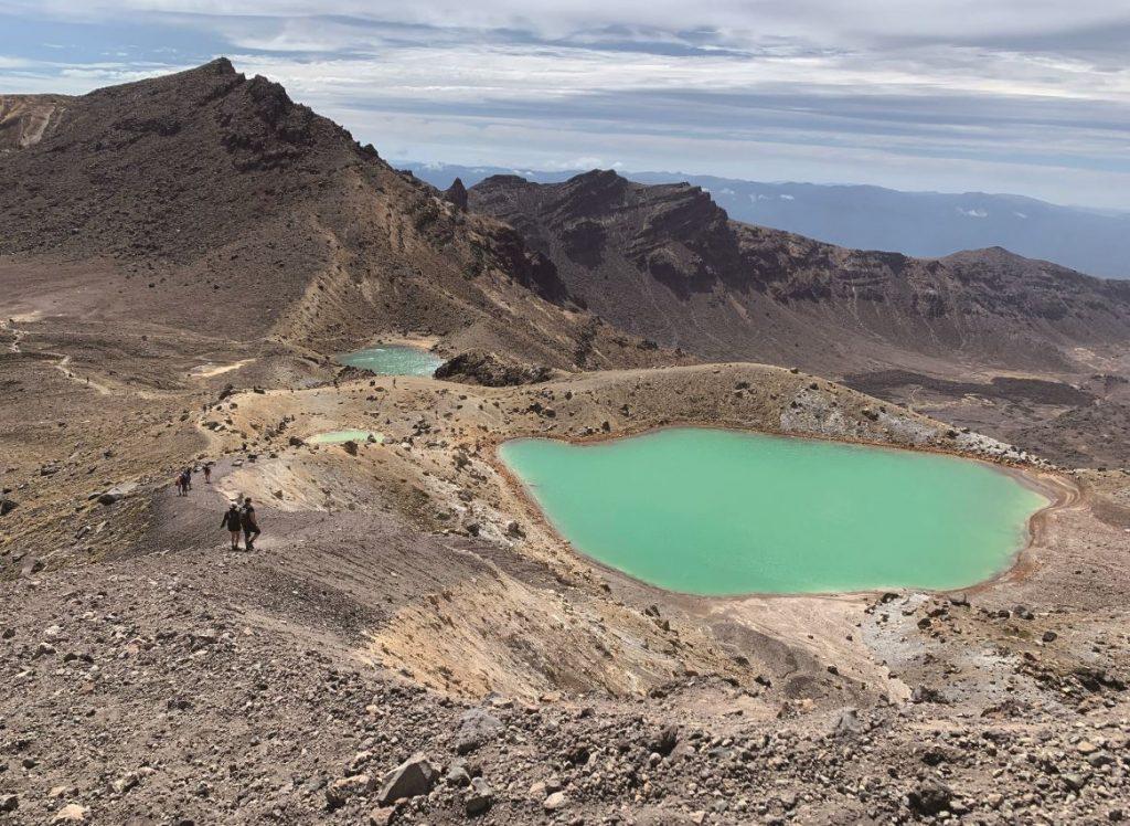 紐西蘭世界遺產_從火山口看翡翠綠湖和藍胡
