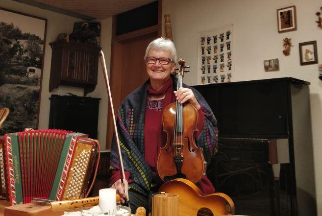 瑞士傳真|人生不能沒有音樂,霍夫曼太太活到老、學樂器到老