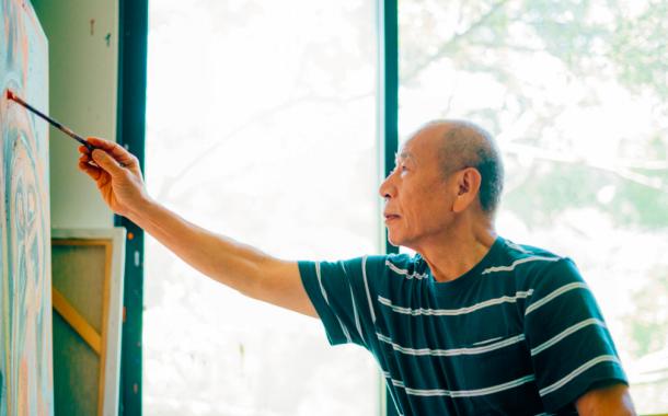 Anke 人物|勤快生活、體驗蠻荒、看淡名利,吳炫三用「天天」繪出人生智慧