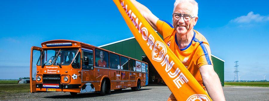 荷蘭傳真|退休後更適合當鐵粉  格特先生載著同好一起燃燒足球魂!